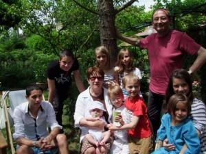 Ma femme et moi parmi nos 9 petits enfants